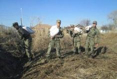 Бойцы нацгвардии подготовили поселок Ленинский к большой воде