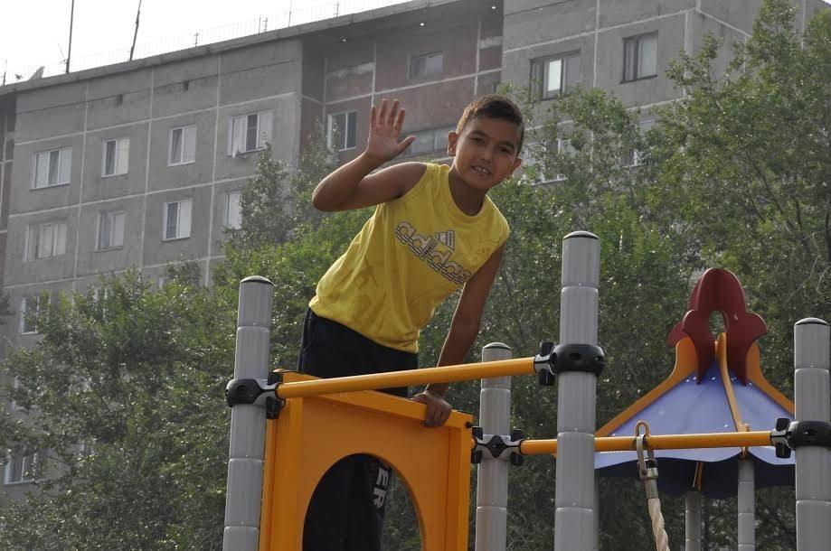 Установлены детские площадки во дворах