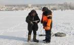Спасатели вытащили из воды рыбака в Павлодарской области