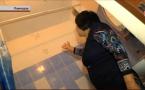 В Павлодаре многодетную мать заселили в постройку без фундамента