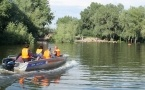 Сотрудники ДЧС спасли трех россиян, чуть не утонувших на реке Иртыш