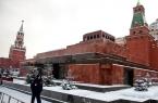 Демонтировать мавзолей и захоронить Ленина просят…