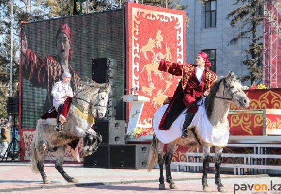 Тысячи павлодарцев пришли на площадь отметить праздник весны Наурыз мейрамы