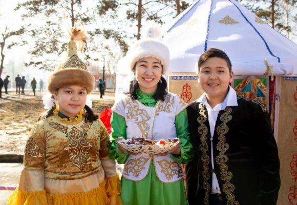 2500 юрт размерами от пяти сантиметров до трех метров подготовили для выставки в Павлодаре