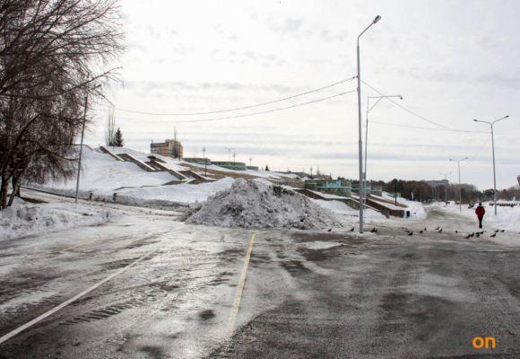 В Павлодаре почистили набережную (фото)