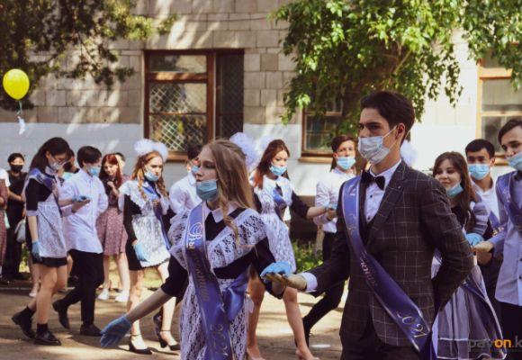 Для выпускников в Павлодаре прозвенел последний звонок