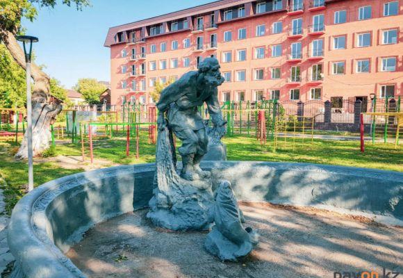 Скульптуры и памятники Ленпарка (фото)