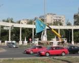 В Павлодаре на площади госсимволов сменили полотно государственного флага