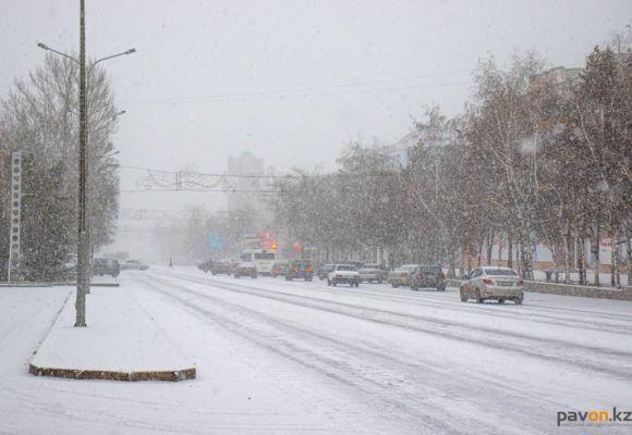 Снегопад в Павлодаре (фото)