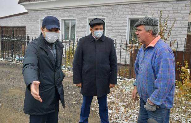 Аким области объехал микрорайоны Павлодара