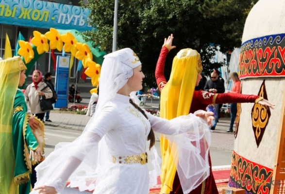 Фейерверк и массовый велопробег ждут павлодарцев во время празднования «Наурыз керуен» и Дня Единства