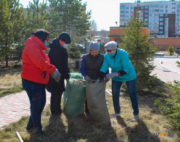 В сегодняшнем субботнике в Павлодаре приняли участие больше десяти тысяч человек