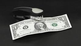 Иран прекратил использовать доллар во внешней торговле