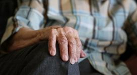 Депутаты попросили Сагинтаева защитить одиноких пенсионеров от ОПГ