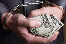 В Павлодаре адвокат, признанный судом подстрекателем к взятке, должен выплатить 7,4 миллиона тенге