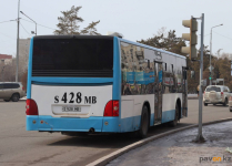 Из-за разбитой дороги два автобусных маршрута временно изменены в Павлодаре