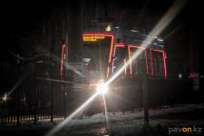 В Павлодаре благодаря камерам видеонаблюдения ЦОУ обнаружили злоумышленника в трамвае