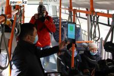 В павлодарских автобусах безналичную оплату будут принимать два оператора