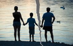 Должника по алиментам ограничили в родительских правах в Павлодарской области