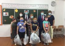 Ученики двух павлодарских школ получили подарки к новому учебному году от Трамвайного управления