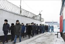 Павлодарским госслужащим показали жизнь за колючей проволокой