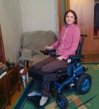 Невропатологу Татьяне Зотовой доставили коляску с вертикализатором, купленную павлодарцами