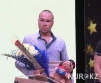 Павлодарские медики наградили жителя Аксу, который спас при пожаре троих детей