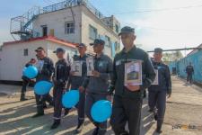 """В Павлодаре около полутора тысяч осужденных в колониях прошли маршем в """"Бессмертном полку"""""""