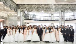 В Павлодаре 59 одаренных детей получили в подарок от акима области смартфоны