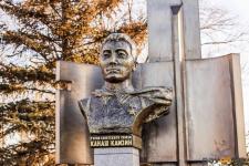 Возложением цветов и ружейным салютом отметили столетие Канаша Камзина в Павлодаре