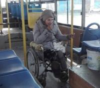В Павлодаре неизвестный оставил бабушку-инвалида в автобусе