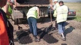 В Павлодарской области приступили к ямочному ремонту автодороги