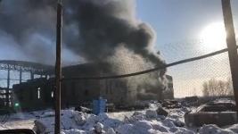 В Павлодаре загорелось строящееся здание нового бассейна