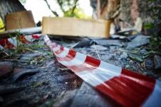 Павлодарка, упавшая в трехметровую яму, повредила позвоночник