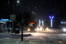 Автомобиль выехал на встречку и столкнулся с автобусом в Павлодаре