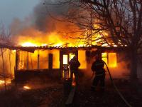 Шесть дачных домиков сгорело в Павлодаре за минувшие сутки