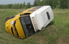 На успенской трассе перевернулась автомашина, в результате чего пострадали 13 человек