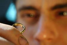 Экибастузец в торговом доме прихватил чужое кольцо с витрины