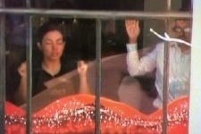 В Сиднее террористы захватили в заложники около 40 человек в кафе
