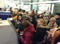 Киевляне массово скупают продукты в магазинах и снимают деньги с банкоматов