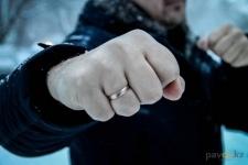 В Майском районе во время задержания правонарушитель ударил полицейского в лицо