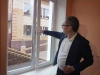 Павлодарским родителям показали, как защитить детей от падения из окна