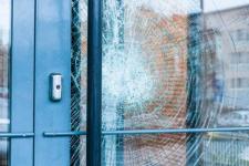 Соседи в павлодарском общежитии поругались из-за сломанной двери