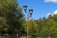 В десяти павлодарских парках меняют проводку фонарей уличного освещения