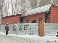 Магазин у дома по Каирбаева, 104 почти достроен, а аким Павлодара говорит о его сносе