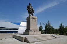 Памятник Канышу Сатпаеву презентовали в столице