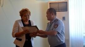 Полицейские ЗКО отдали воспитанникам детдомов свою однодневную зарплату
