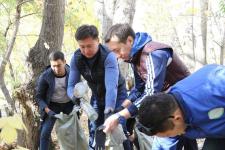 Аким города Ануар Кумпекеев вышел на субботник с молодежью