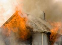 Полицейский села Кенжеколь спас человека из горящего дома