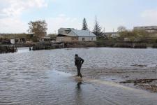 Жители окраины поселка Аксу в Павлодарской области не хотят переезжать, несмотря на угрозу затопления